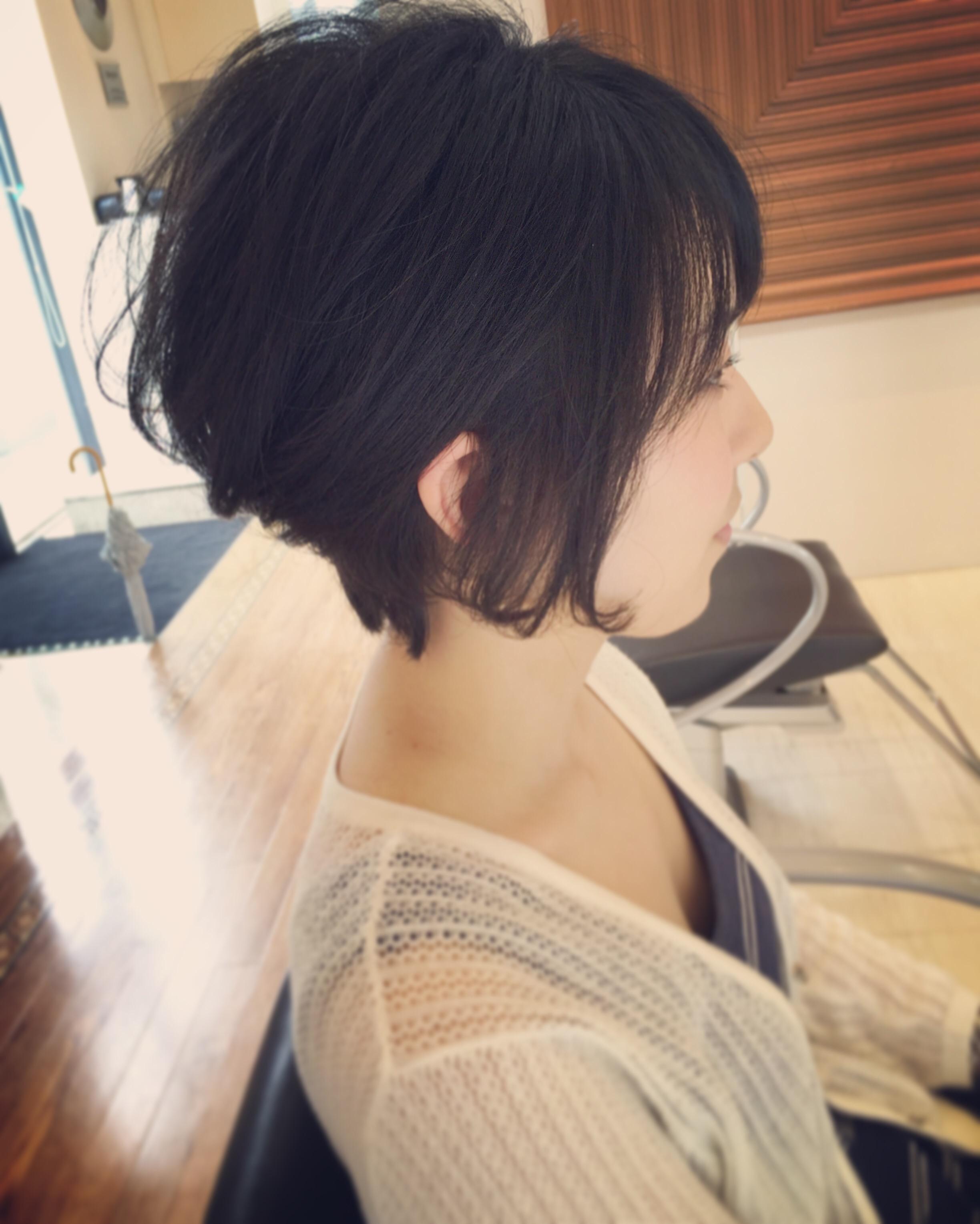 髪が多くて硬くて膨らむくせ毛は実はショート ヘアに向いている