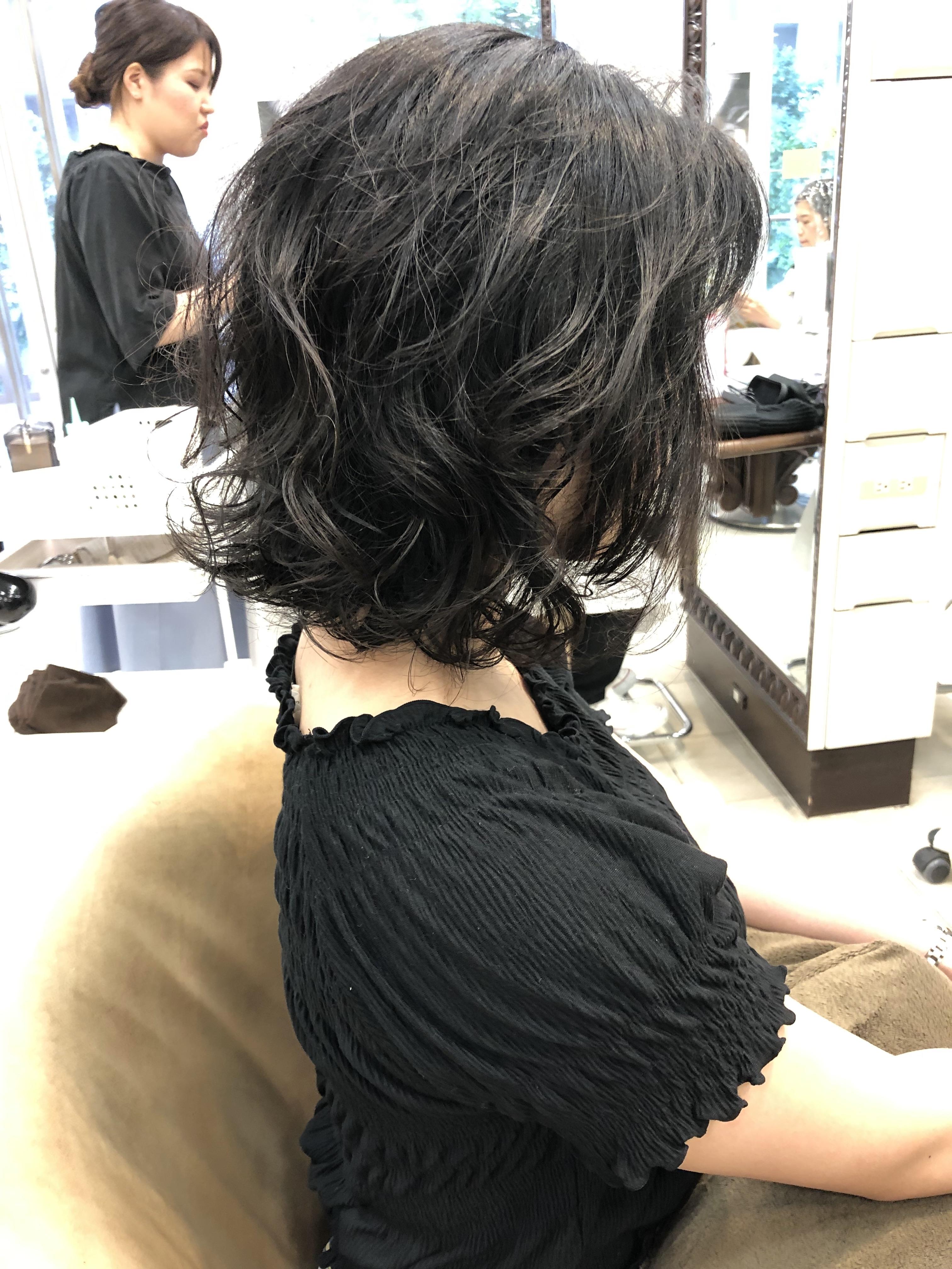 肩ではねる髪を可愛くパーマをかけて解決する方法